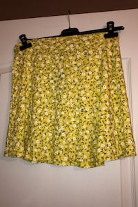 Woman's skirt floral yellow Laval, H7W 5M9