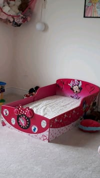 Toddler bed minnie mouse Bradford West Gwillimbury, L3Z 0A5