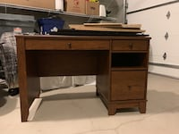 Brown Wooden Desk Langley, V3A 3A4