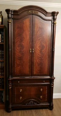 brown wooden 2-door cabinet Jackson, 08527
