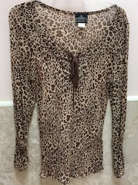 Angie brand peasant-style women's top. Leopard print. Size large.