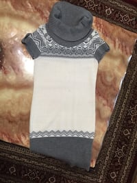 gray and white knit turtle neck cap-sleeve sweater Surrey, V3X 3K9
