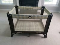 Graco Pack n Play WITH mattress Damascus