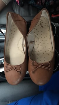 pair of brown Cat and Jack leather ballet flat shoes with bows