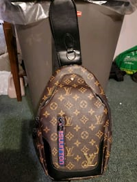 Lv side bag (Louis Vuitton)