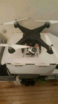Dji Phantom 2 with black pearl fpv screen   Montréal, H1Y 3B2