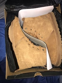Men ugg boots size 10 Suitland, 20746