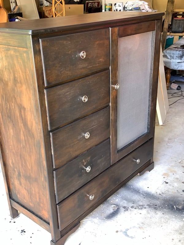 Dresser for nursery entryway or storage fc077dfe-9e18-4400-bfc7-0619368511b3