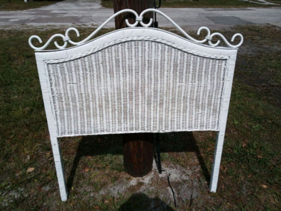 Photo Twin wicker Headboard