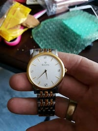 round gold-colored analog watch with link bracelet 3146 km