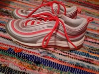 6y air maxes pink and white