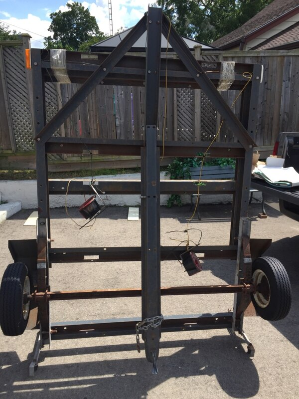 Fold out utility trailer with rollers 59661636-351b-4823-802e-fe9389255fbb