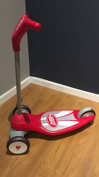 red and white Radio Flyer kick scooter Mississauga, L5H 4B7