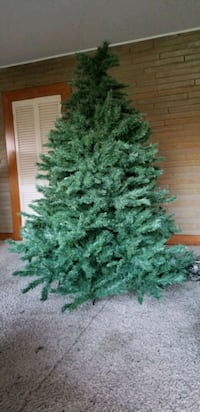 Christmas Tree w/ Stand 7ft