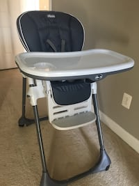 Chicco high chair barely used retails for $150 Bristow, 20136