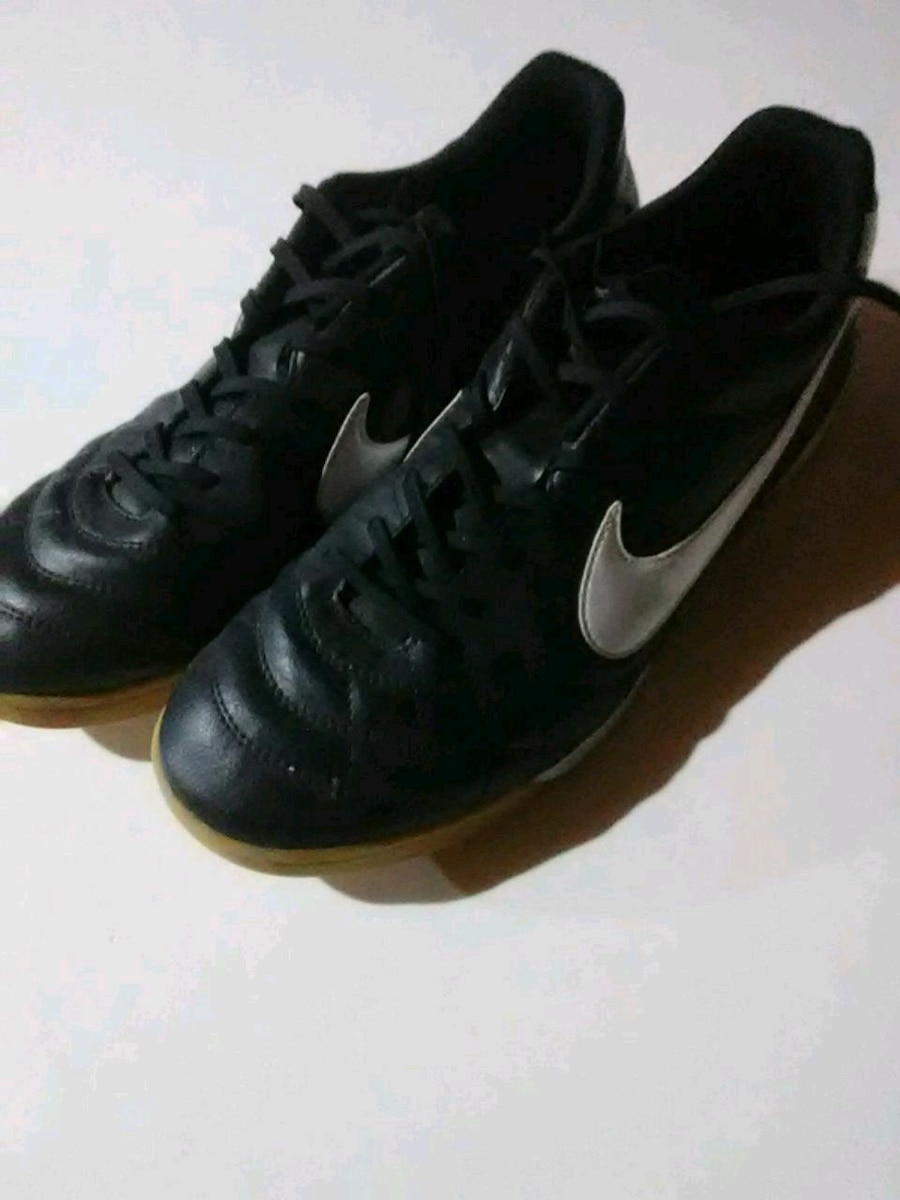 Photo Nike Tempo indoor soccer shoes size 12 new!