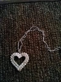 silver-colored necklace with heart pendant 1624 mi