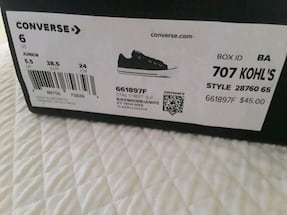 converse  youth 7 or womens 8 never worn