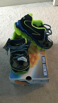 Pair of black-and-green skechers running shoes Mississauga, L5R 0C5