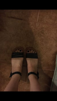 Pair of black-and-brown sandals size 8 El Centro, 92243