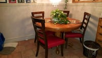 round brown wooden table with four chairs dining set Salaberry-de-Valleyfield, J6T 4Z9