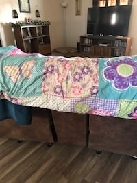 Full/queen reversible comforter with a pair of curtains and 1 pillow case Rio Rancho, 87144