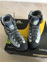 Ladies 8.5 hiking boots Arlington, 22207