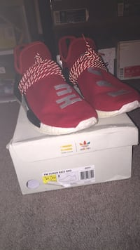 pair of red Nike basketball shoes with box Wynantskill, 12198