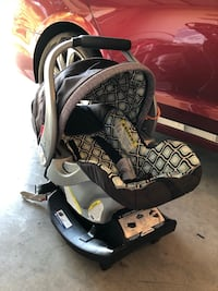 Baby's gray and black car seat carrier Waco, 76712