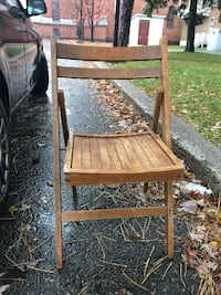 brown wooden folding chair with table Montréal