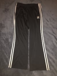 Good condition Adidas sport pants size:Large  Hyattsville, 20784
