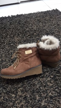 Girls MK boots size 1 only wore 2x Burnaby, V5H 3G1