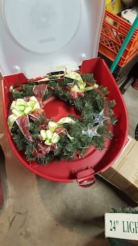 Christmas wreath with storage case  Chicago, 60612