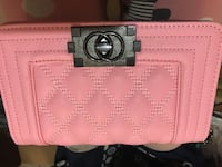 pink and black Coach leather wristlet 馬卡姆, L3S 3M6