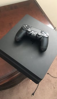 Black sony ps4 with dualshock 4 Everything is included 500gb 971 mi