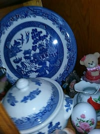 Blue Willow Dishes New Oxford, 17350