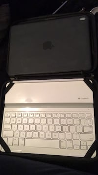 ipad case and keyboard  Surrey, V3W