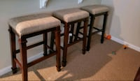 Set of 3 practically brand new bar stools  Chantilly, 20152