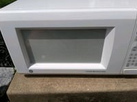 White GE Microwave 1142 Watts Middletown, 21769