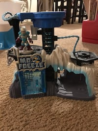 Mr. freeze play house with character Philadelphia, 19115