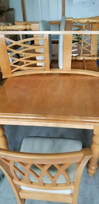 TABLE DINING WITH 6 CHAIRS FOR SALE Markham, L3P 2R2
