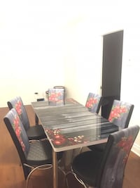 Dining table with its 6 chairs Montréal, H1H 4G4