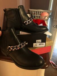 Pair of black leather boots size 8 Raleigh, 27610