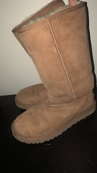 Uggs- worn once, size 8 Mississauga, L5G 4E2