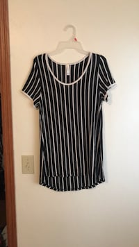 LuLaRoe top never worn size medium Neenah, 54956