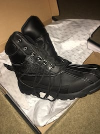Pair of black leather work boots 25 km