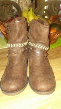 Brown boots JUSTICE!!!