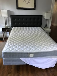 Queen bed w Mattres and Box Spring
