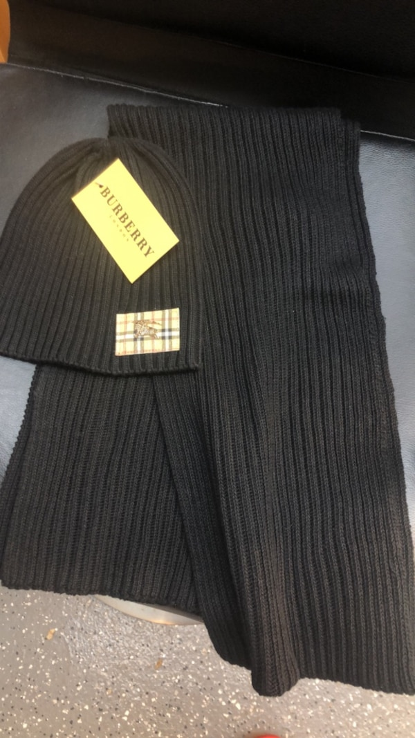 Hat and scarf Burberry authentic
