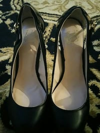women's pair of black leather pumps Toronto, M1R 1B6